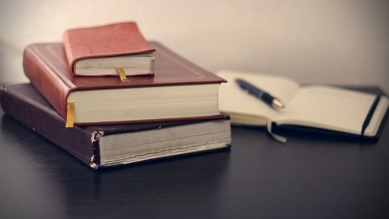 企業出版可能な出版社14社比較 特徴・費用の違いは?